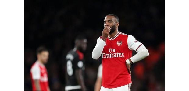 Arsenal-spits wordt opnieuw met gelach betrapt en voor de tweede keer in 18 maanden gearresteerd